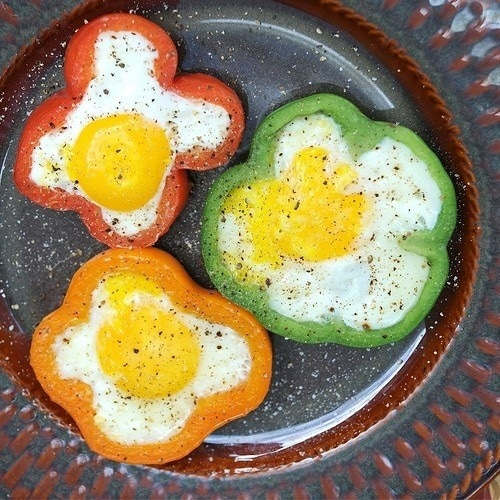 Eggs in Pepper Slices