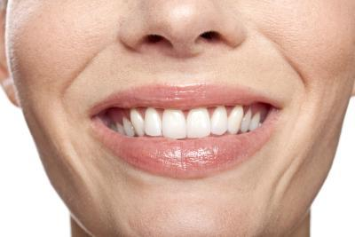 3 Natural Ways To Whiten Teeth