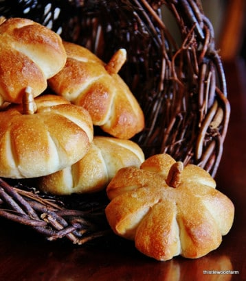 Thanksgiving-Food-Recipe-Create-Simple-Pumpkins-Rolls