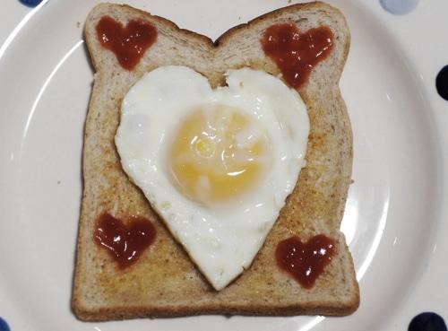 How-To-Make-Heart-Shaped-Fried-Egg