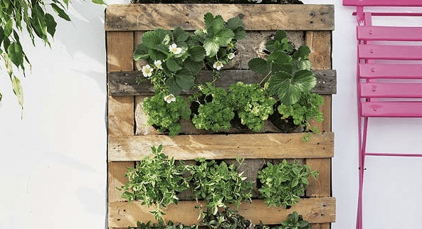 How-To-Build-A-Vertical-Wood-Wall-From-Pallets