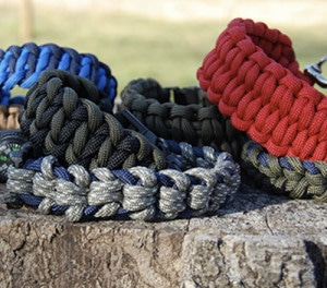 80 Practical & Survival Uses For Parcord & How To Make Custom Paracord Bracelets