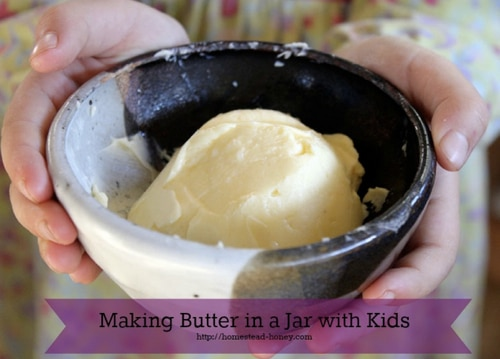 Making-Butter-In-A-Jar-With-Kids