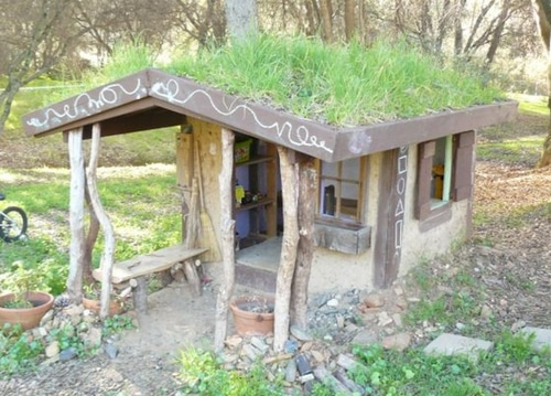 Building-A-Natural-Cool-Cob-Playhouse-For-$30