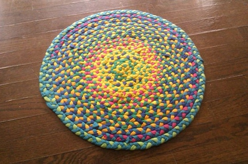 How-To-Make-A-Braided-T-Shirt-Rug