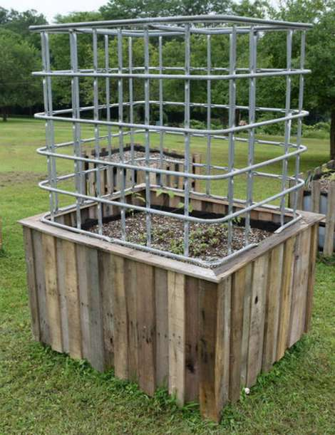 Diy self watering garden and greenhouse for Portable watering tanks for gardens