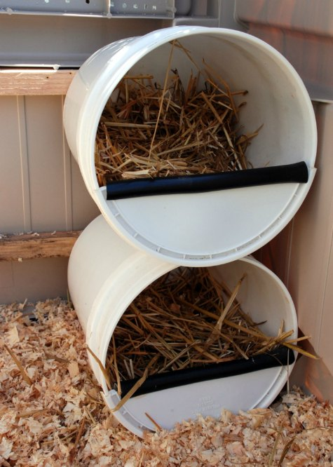 5-gallon-buckets-inexpensive-nesting-boxes