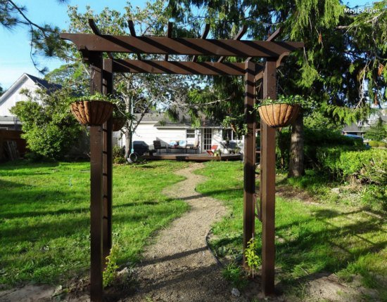 diy-backyard-arbor-2