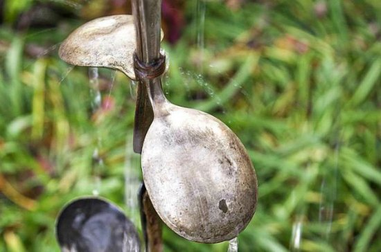 diy-rain-chain-using-spoons-diy-downspout-ideas