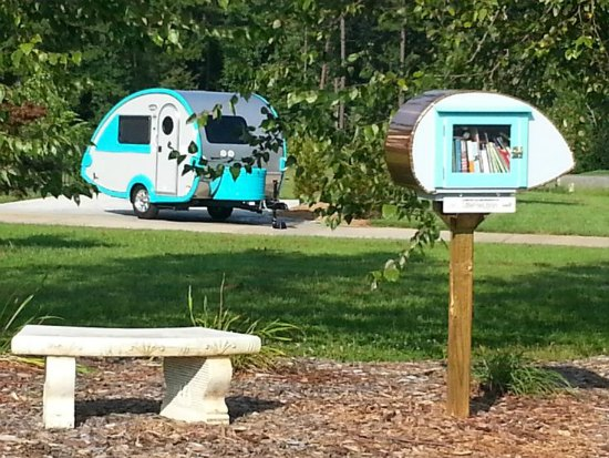 little-free-library-camper