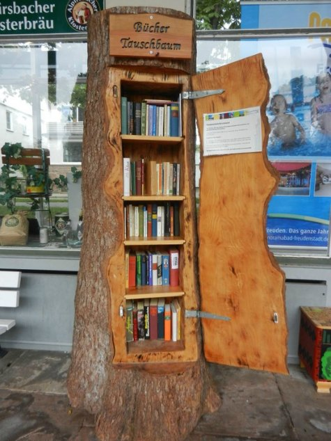 little-free-library-tree