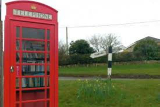phone-booth-little-free-library