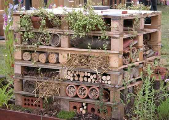 10-genius-pallet-projects-to-make-for-the-homestead