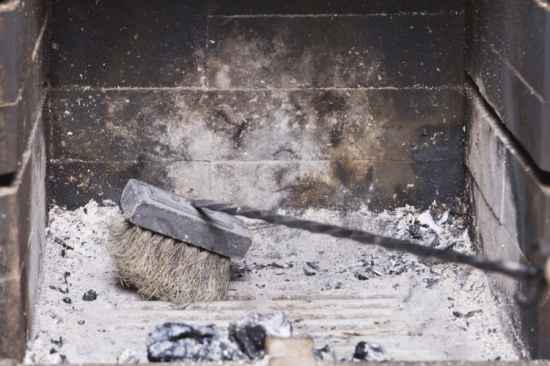 12-practical-uses-for-wood-ash