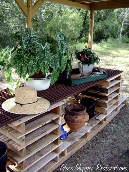 15-genius-pallet-projects-to-make-for-the-homestead