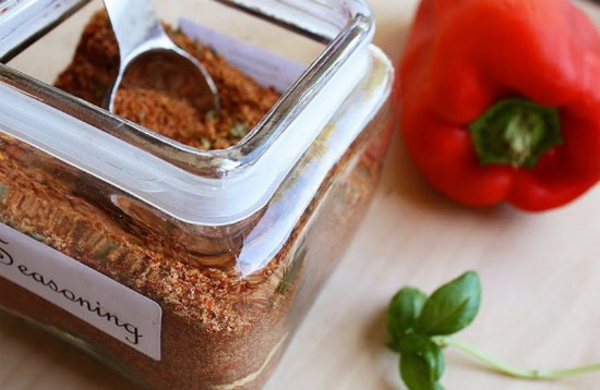 homemade-spices-and-rubs-1