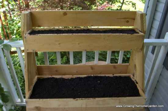 13-diy-elevated-planter-boxes-for-easy-gardening