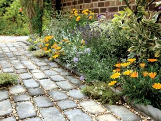 13-diy-garden-path-ideas