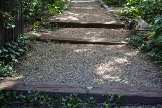 3-diy-garden-path-ideas