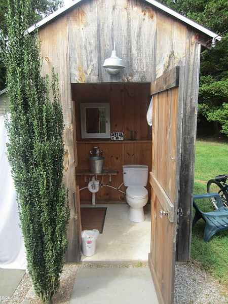 18 outhouse plans and ideas for the homestead for Small house design inside and outside