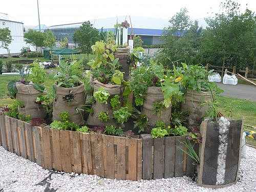 4-diy-elevated-planter-boxes-for-easy-gardening