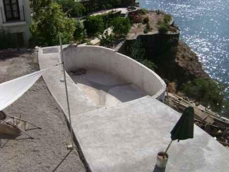 6-diy-hot-tubs-and-swimming-pools