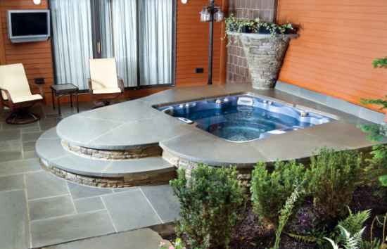 9-diy-hot-tubs-and-swimming-pools