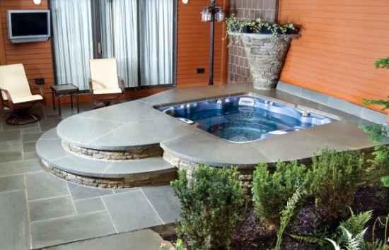 9-diy-hot-tubs-and-swimming-pools