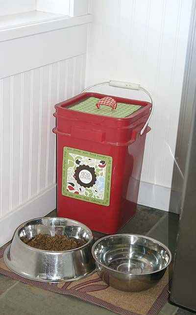 13-creative-and-practical-ways-to-repurpose-kitty-litter-containers