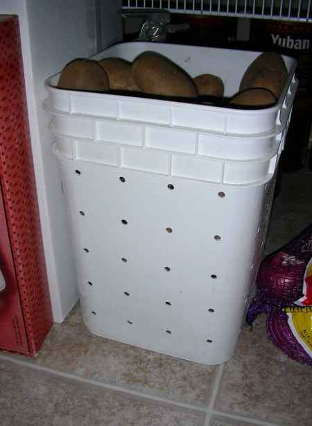 18 Practical Ways To Repurpose Kitty Litter Containers