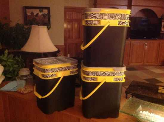 9-creative-and-practical-ways-to-repurpose-kitty-litter-containers
