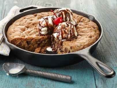 11-incredible-cast-iron-skillet-dessert-recipes