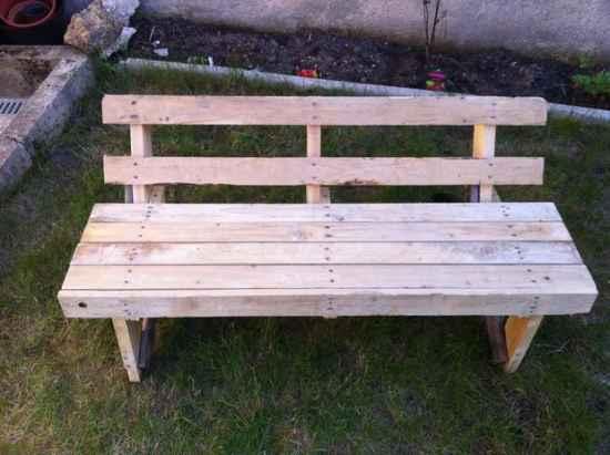 14-diy-impressive-garden-benches