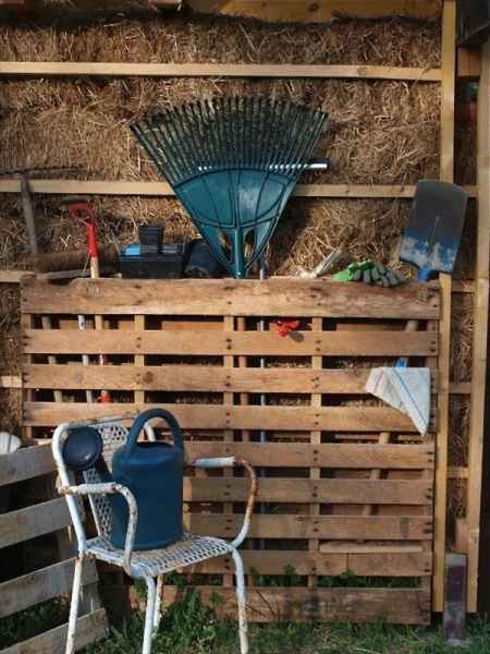 7-creative-ways-to-store-shovels-rakes-and-vetical-gear