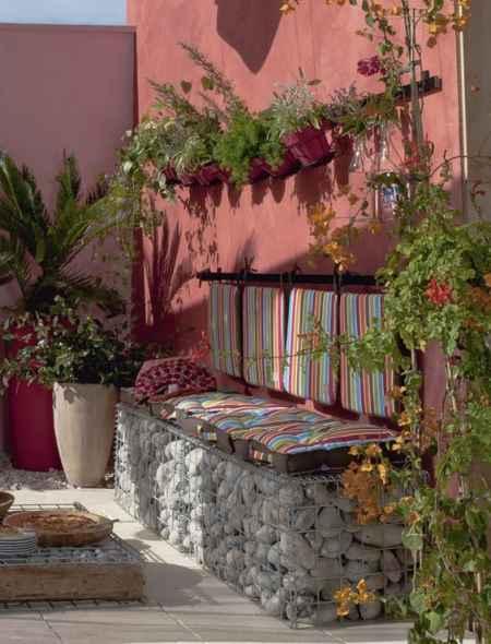7-diy-impressive-garden-benches