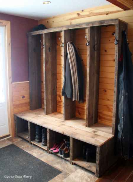18 diy mudroom designs and ideas for your homestead for Mudroom locker design plans