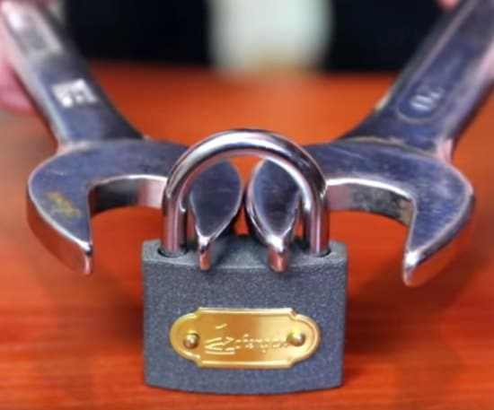 open-a-padlock-with-a-nut-wrench
